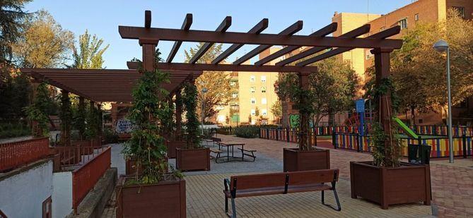 La inversión de 326.000 euros ha permitido mejorar la accesibilidad y crear zonas estanciales con más sombras y bancos.