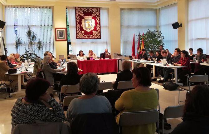 Imagen de archivo de un pleno en la Junta de Hortaleza.