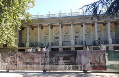 El palacio de El Capricho en obras.