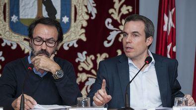 Santiago Saura, a la derecha, en una imagen del Pleno anterior.