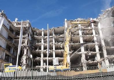 Todo un colegio, pendiente de una demolición