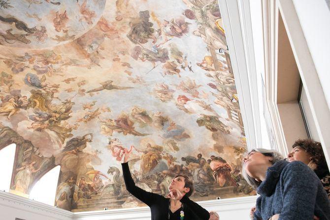 La visita a la bóveda de Luca Giordano en el Casón del Buen Retiro es una actividades programadas.
