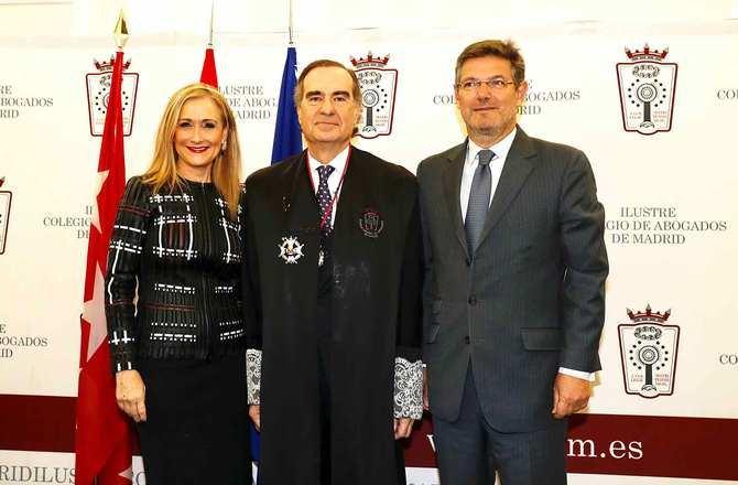 Cifuentes, en la toma de posesión del nuevo decano del Colegio de Abogados de Madrid