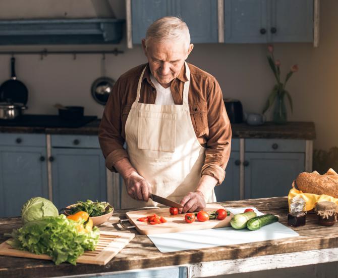 Los mayores son fundamentales en la preservación de la dieta mediterránea