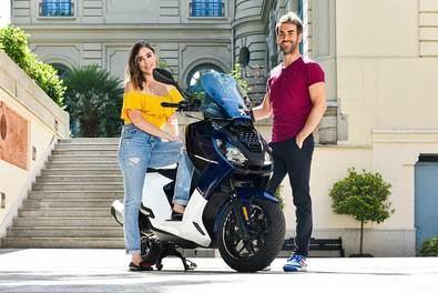 Los jóvenes y exitosos actores Candela Serrat y Dani Muriel son los flamantes embajadores del lanzamiento de la nueva 'scooter' de 125 cc. de la histórica marca del león: la Peugeot Pulsion.