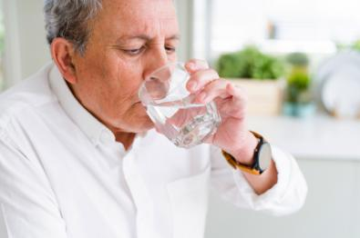 Mayores e hidratación durante el verano