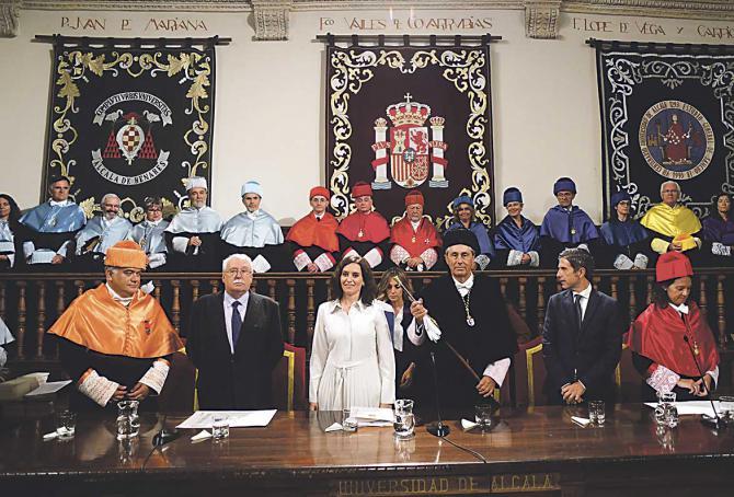 La presidenta de la Comunidad de Madrid, Isabel Díaz Ayuso, y el rector de la Universidad de Alcalá,  Fernando Galván, durante la Apertura Oficial del Curso Universitario 2019/2020 en el Paraninfo de la Universidad de Alcalá de Henares.