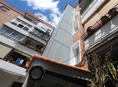 Un millar de afectados reclaman las ayudas por la instalación de ascensores.