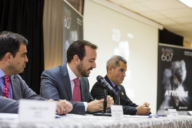 José Carlos Fernández, director de la DAT Norte, y César de la Serna, concejal de Desarrollo Local, con Laureano Cuevas, director del IES.