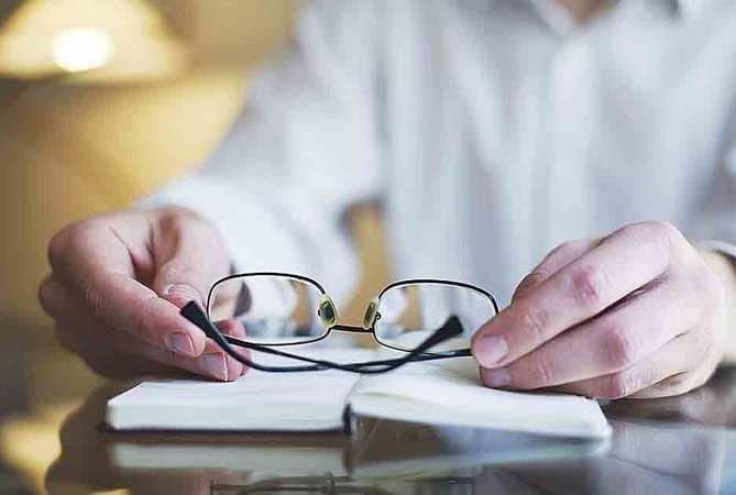En Clínica AVER, son especialistas en la corrección de la vista cansada a través de cirugía, sin necesidad de ingreso hospitalario y con una rápida recuperación.