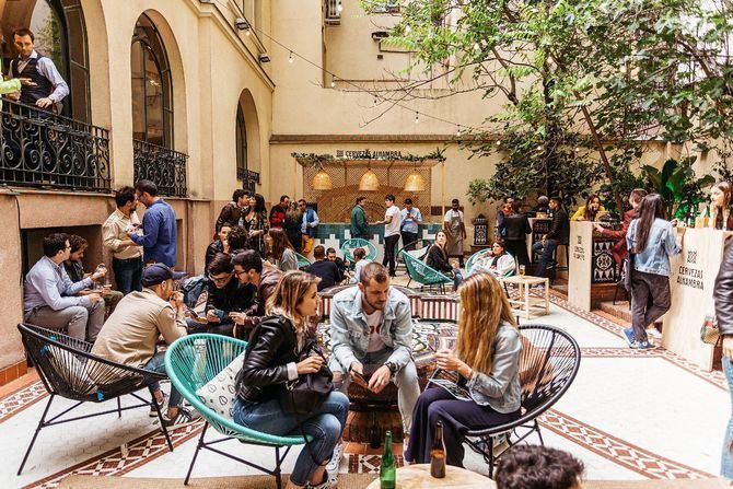 Jardín Cervezas Alhambra, situado en la calle de Princesa 66 hasta finales de junio.