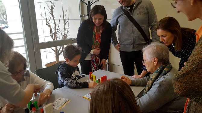La Comunidad pone en marcha el taller 'Ciencia para la familia' en los centros de mayores