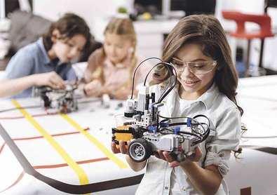 La Comunidad incentiva a las alumnas de ESO para estudiar carreras de ciencias e ingenierías