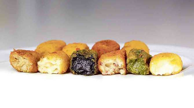 La cadena de croqueterías ha elaborado una nueva croqueta especial para estas fiestas, la croqueta de carabinero (arriba, a la derecha), que se une a las 15 variedades diferentes de su catálogo.