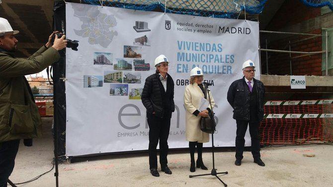 La alcaldesa, Manuela Carmena, visitó promociones de la EMVS