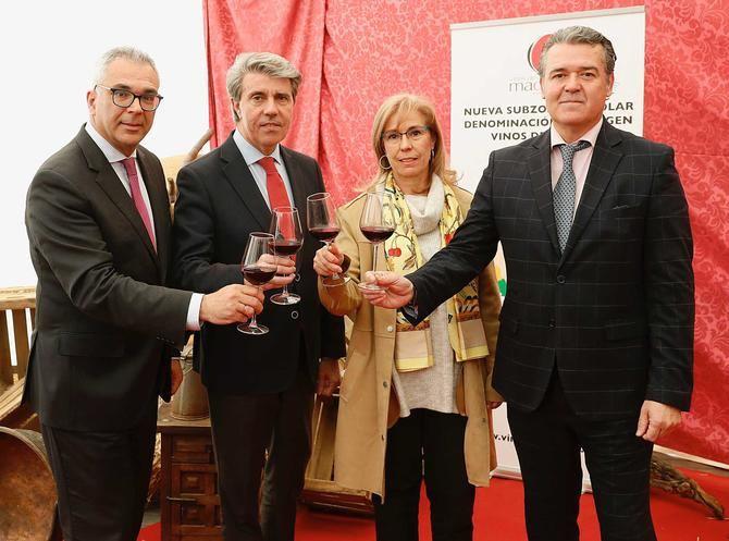 """Para el presidente regional, Ángel Garrido, se trata de """"un momento histórico para nuestra Denominación de Origen Vinos de Madrid, que responde, además, al deseo de los productores de la zona y de los once municipios involucrados""""."""