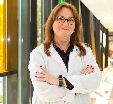 En la imagen la Dra. Sopesén, Jefe de Servicio de Oftalmología de Hospital Quirónsalud Sur.