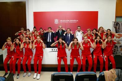 La Selección Española Femenina de Fútbol se suma a la campaña de la para promover la donación de médula