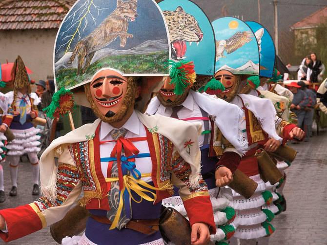 Vive el carnaval gallego más animado desde los establecimientos Carrís