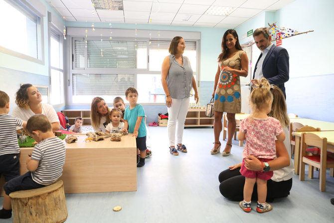 La vicealcaldesa, Begoña Villacís, visitó la escuela infantil Ana de Austria, en Sanchinarro