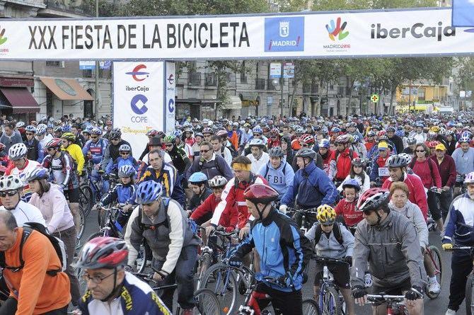 La Fiesta de la Bici es una cita tradicional en el otoño madrileño. Este año cumple 41 ediciones.