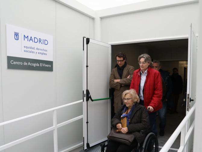 La alcaldesa y Marta Higueras visitaron el centro