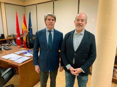El consejero de Transportes, Ángel Garrido, se reúne con su alcalde