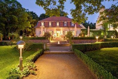 En el corazón de Darmstad, el hotel de 4 estrellas Jagdschloss Kranichstein te brindará la oportunidad de disfrutar de las fiesta de Hallowen.