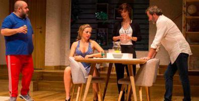 'Invencible', crítica en clave de humor a arribistas y 'snobs'