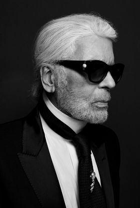 La camisa blanca y Karl Lagerfeld, en Serrano