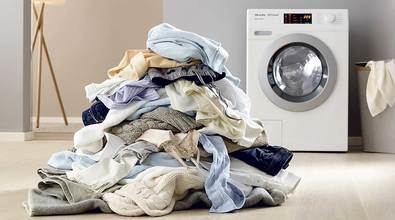 Los principales errores antiahorro que cometemos en el lavado de la ropa