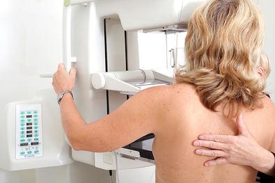 Prevenir, diagnosticar y tratar el cáncer de mama en hombres y mujeres