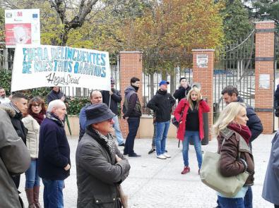 Hogar Social reúne un centenar de personas frente al Centro de Primera Acogida Hortaleza