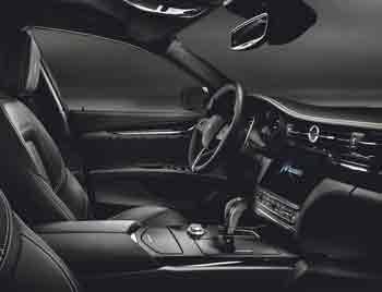 Las berlinas deportivas de Maserati no dejan de sorprender por la mezcla de lujo y exclusividad, con líneas limpias y poco recargadas y los controles incorporados en la pantalla táctil del sistema de información y entretenimiento.