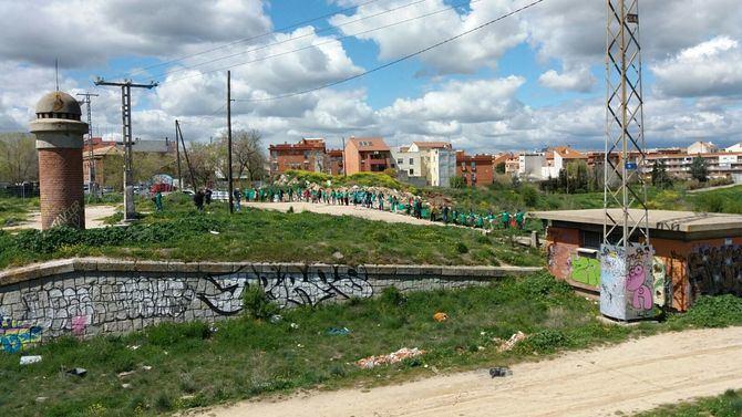 Las zonas verdes diseñadas para Madrid Nuevo Norte pasan a ocupar una superficie de más de 12 hectáreas que cubrirá las vías del tren. Pero, además, servirá para recuperar amplias zonas en estado de degradación en ambos distritos, aportando nuevos servicios y una importante mejora en la calidad de vida de los vecinos