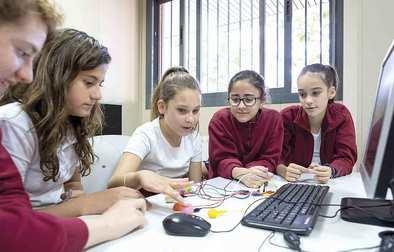 Más interés de las niñas por la ciencia y la tecnología con referentes femeninos