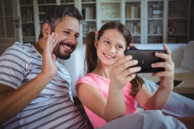 Los niños, 55 minutos al día pegados al móvil