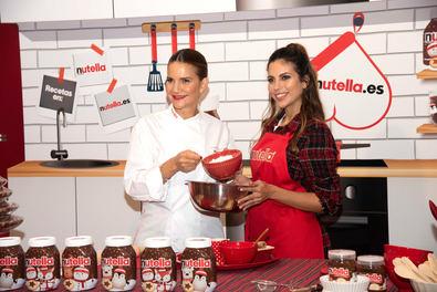 Samantha Vallejo-Nágera y Melissa Jiménez, en el tradicional taller de recetas de Nutella.