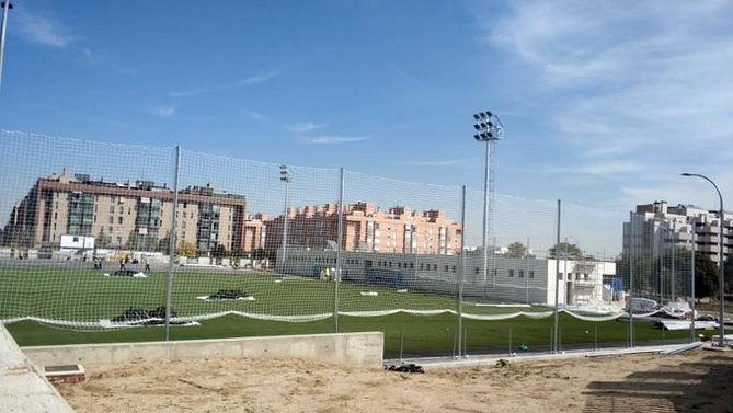 Las obras del nuevo campo de fútbol del Oña-Sanchinarro, a falta de remates
