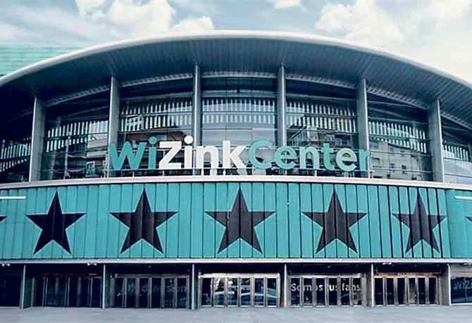 El ahora WiZink Center, el histórico Palacio de Deportes, o los Jardines del Descubrimiento, últimamente sede de concentraciones por la unidad de España, se encuentran junto a la calle de Hermosilla.