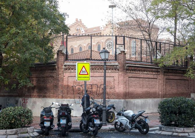 El colegio del Loreto marca un tramo de General Pardiñas.