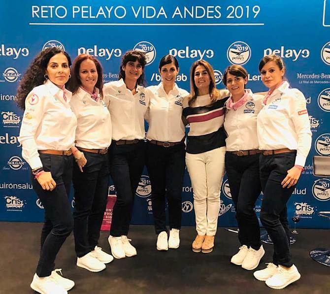 Marta Cardona junto a las luchadoras del reto Pelayo, Estrella, Felisa, Rina, Begoña, Vicky y Raquel, que lanzan un mensaje de esperanza a mujeres.