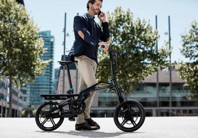 Los amantes de los gadgets tienen nuevo 'juguete': la bicicleta eléctrica plegable de Peugeot llega a España