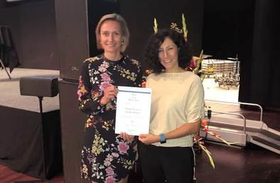 Teresa Chavarría, Directora General de Investigación, Docencia y Documentación, recibe el Premio de la Comisión Europea.