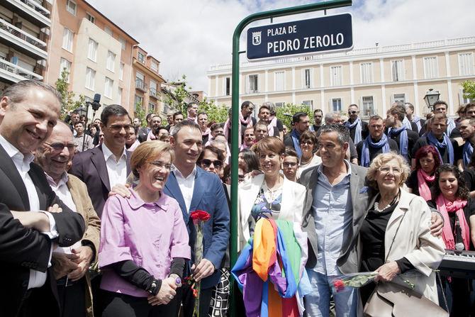 La plaza recibió el nombre de Pedro Zerolo el 14 de mayo de 2016.