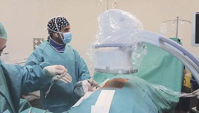 El Dr. Ghassan Elgeadi realiza la primera endoscopia completa de columna en el Hospital Quirónsalud San José