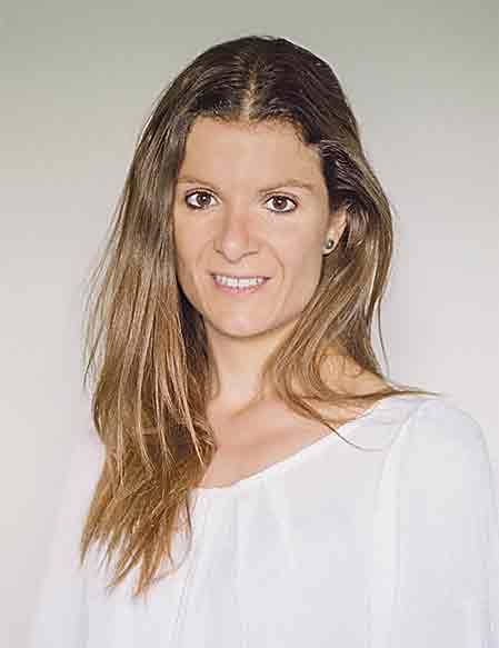 En la imagen superior, Elena de la Fuente, nutricionista del Hospital Quirónsalud San José.