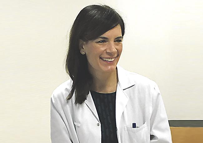 En la imagen superior, la Dra. Lorea Bagazgoitia, dermatóloga del complejo Hospitalario Ruber Juan Bravo de Madrid.