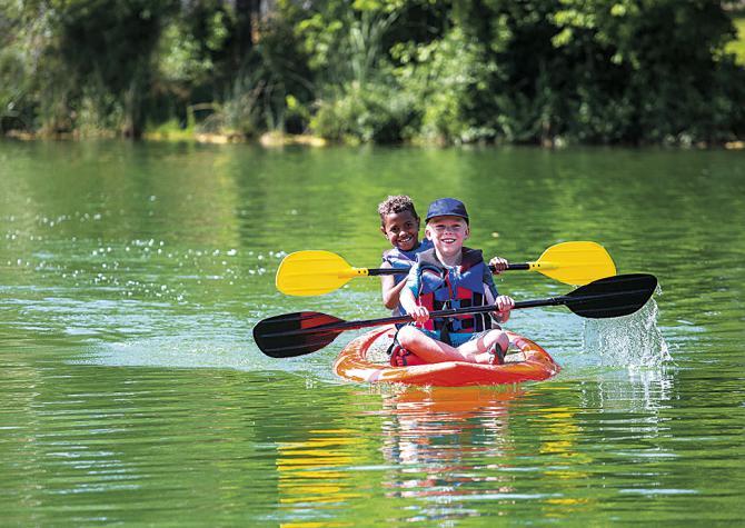 Siete razones para llevar a tus hijos a un campamento de verano