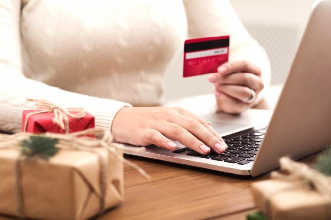 Consumismo en Navidad y rebajas